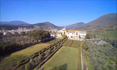 02-Panoramica giardini, casa e appennino