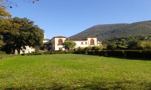 03-Facciata del monastero dal giardino